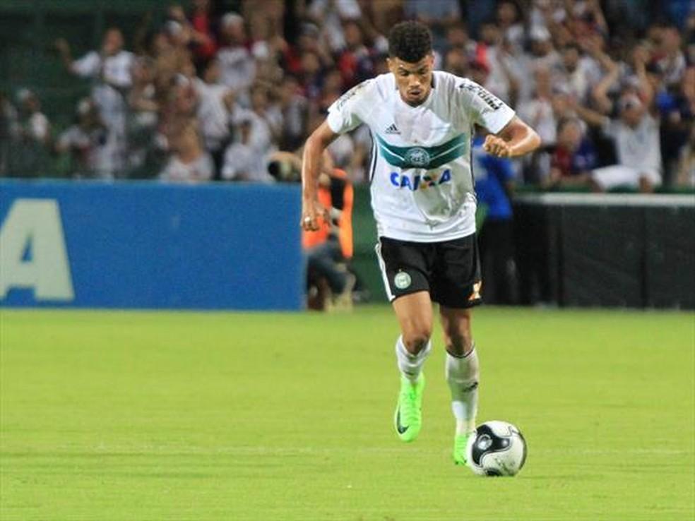 Apresentados, Juninho e Mayke enxergam forte concorrência no time do Palmeiras