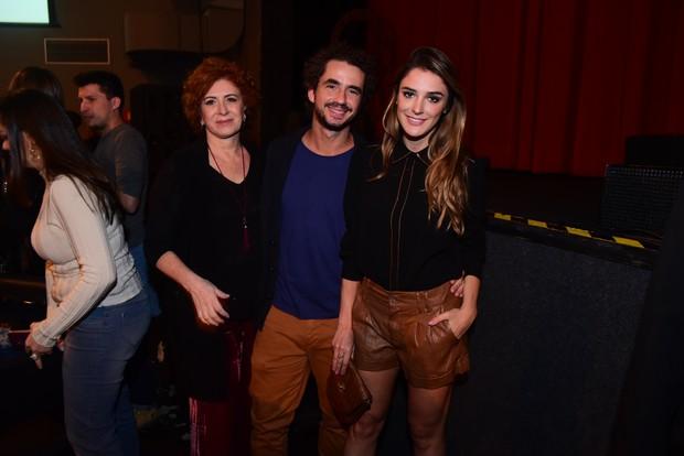 Rafa Brites com o marido, Felipe Andreoli, e a sogra em show em São Paulo (Foto: Leo Franco / AgNews)