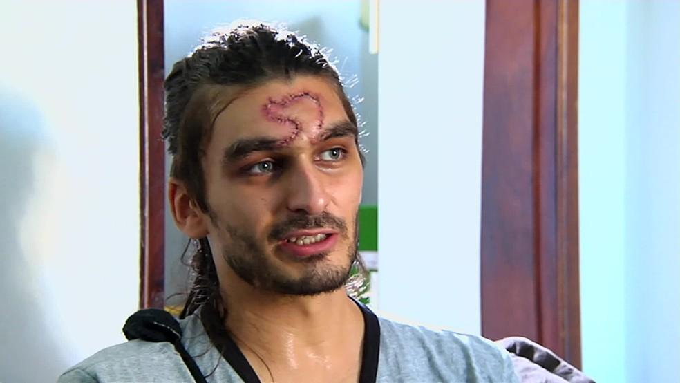 Estudante Mateus Ferreira foi agredido por PM durante protesto em Goiânia (Foto: Reprodução/TV Globo)