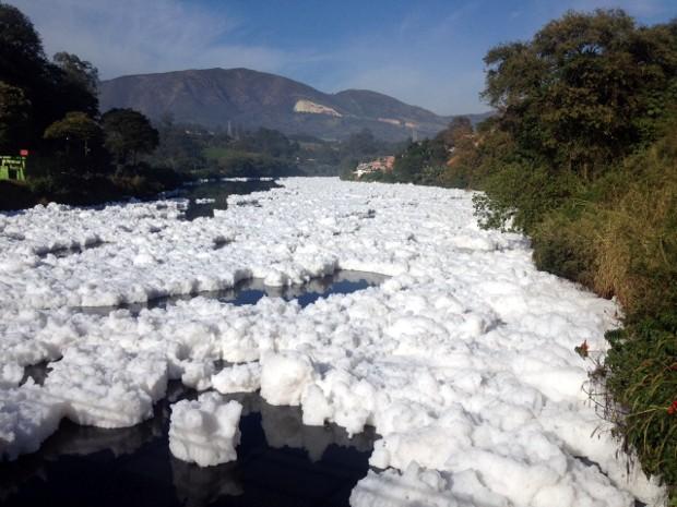 Fenômeno ocorre dois quilômetros abaixo de uma barragem (Foto: Witter Veloso/TV TEM])
