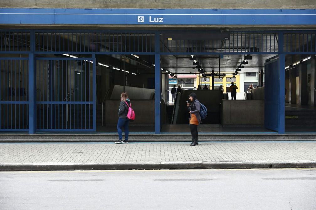 Entrada da estação da Luz da Linha 1-Azul em São Paulo. Metrô ficou parado por boa parte da manhã em São Paulo (Foto: Marcelo Brandt/G1)