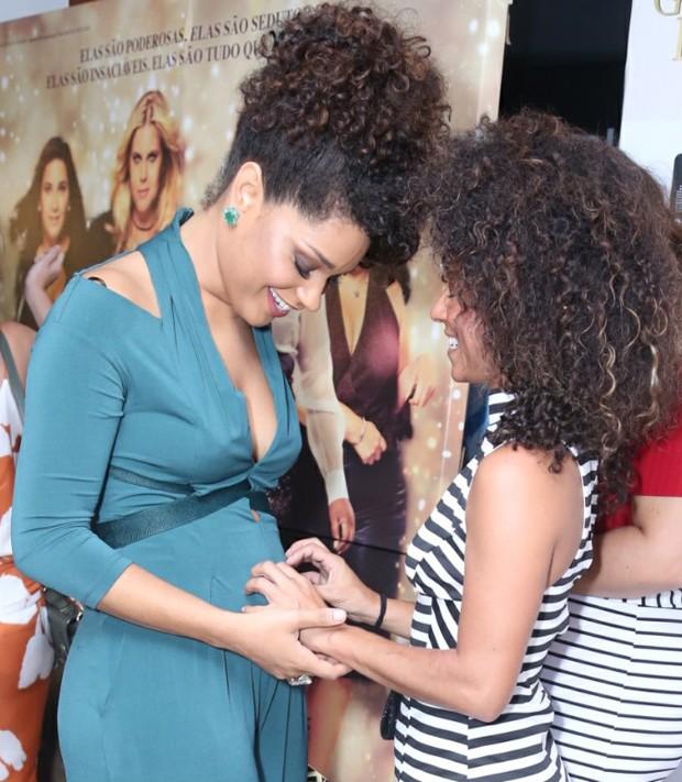 Juliana Alves e Cinara Leal (Foto: AGnews)
