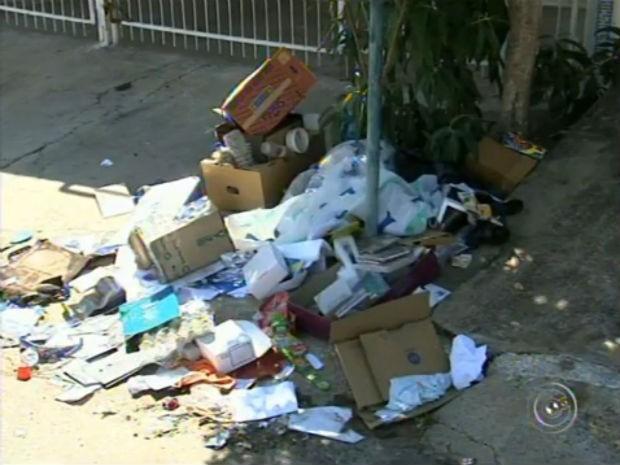 Greve dos coletores de lixo em Itupeva (Foto: Reprodução/ TV TEM)
