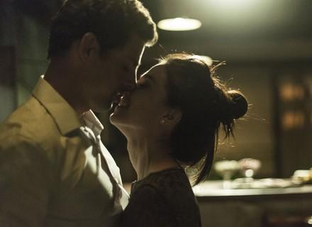 Maurício se declara para Beatriz, e os dois têm noite de amor