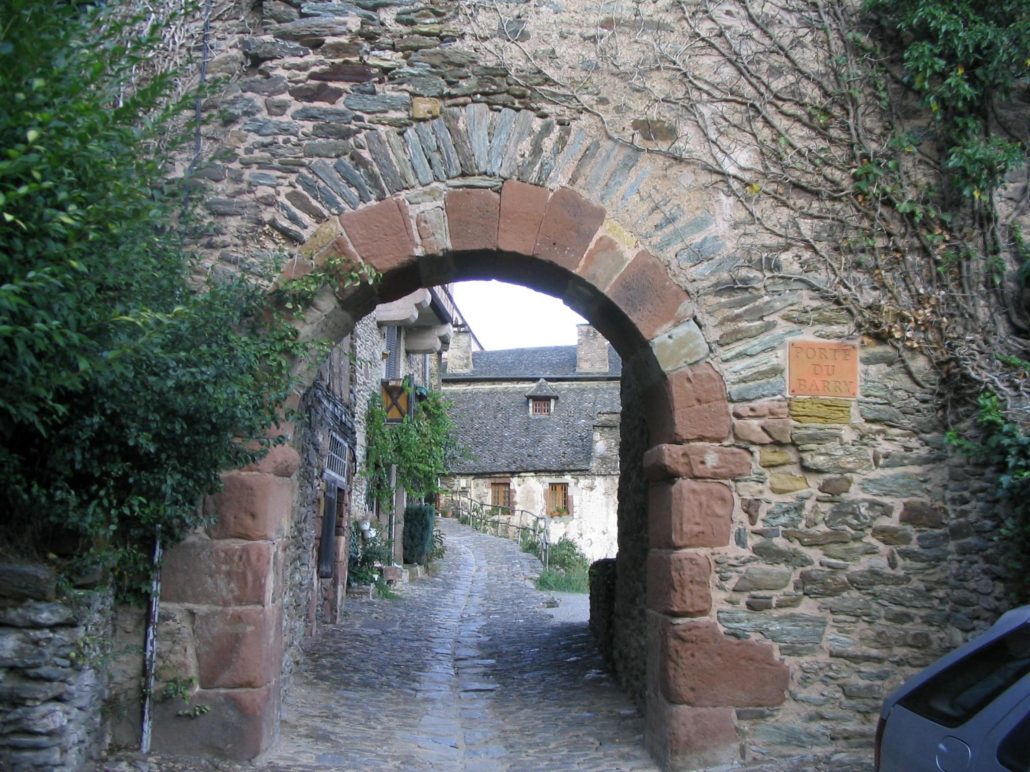 Conques, França (Foto: Wikimedia/Peter Campbell)