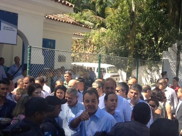 Governador Sergio Cabral esteve presente na inauguração da Companhia Destacada da PM em Pendotiba, nesta sexta  (Foto: Guilherme Brito/ G1)