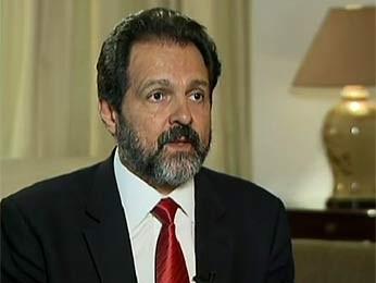 O governador Agnelo Queiroz durante entrevista (Foto: TV Globo/Reprodução)