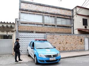 Casa é conhecido como a 'fortaleza do bicho' (Foto: Henrique Porto / MPRJ)