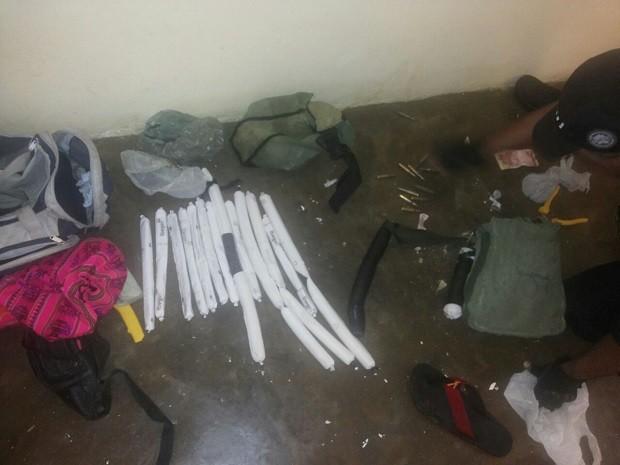 Entre os materiais, a polícia também encontrou bananas de dinamite (Foto: Divulgação/ Ascom PRF)
