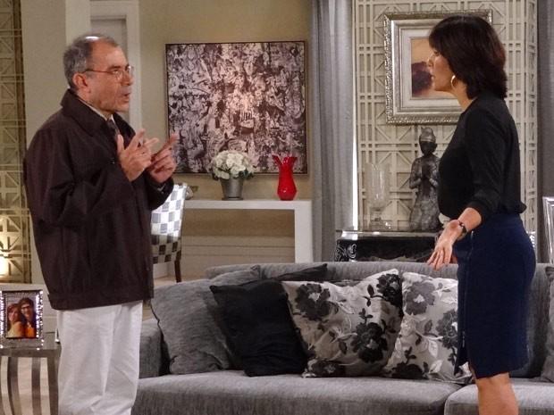 Roberta fica perplexa com tudo o que houve de Moyses (Foto: Guerra dos Sexos / TV Globo)