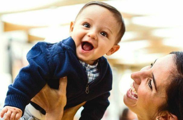 Alice Bastos Neves com o pequeno Martin (Foto: Caroline Bicocchi)