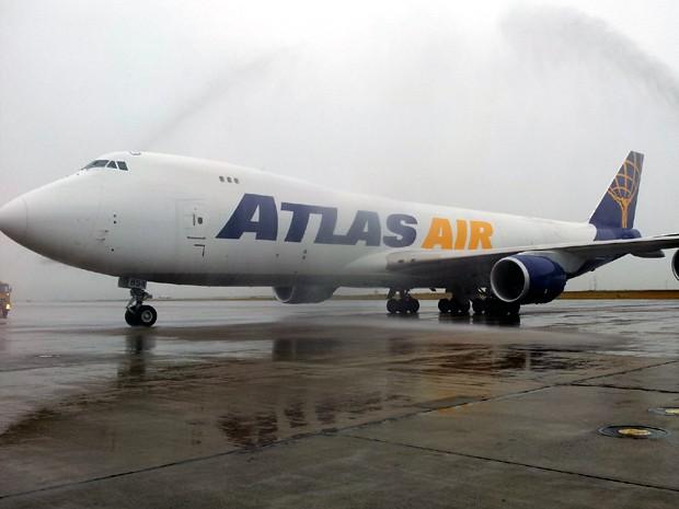 Maior aeronave da Boeing pousa pela 1ª vez no Brasil em Viracopos (Foto: Leandro Filippi/G1)