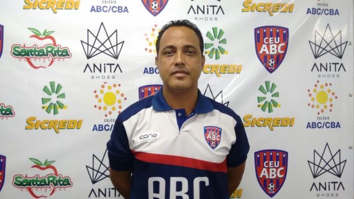 Robson Matos, preparador físico (Foto: Hélder Rafael)