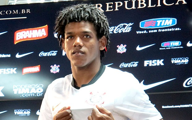 Romarinho é apresentado no Corinthians (Foto: Gustavo Serbonchini / Globoesporte.com)