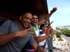 Vídeo: Encontro de Naldo e Will Smith leva a multidão à loucura no Rio