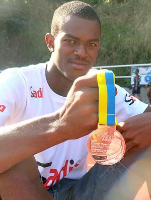 Victor Hugo atletismo sub-17  (Foto: Fernanda Cansanção)