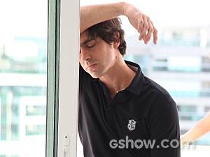 Ernesto fica desolado com o rompimento (Foto: Carol Caminha / TV Globo)