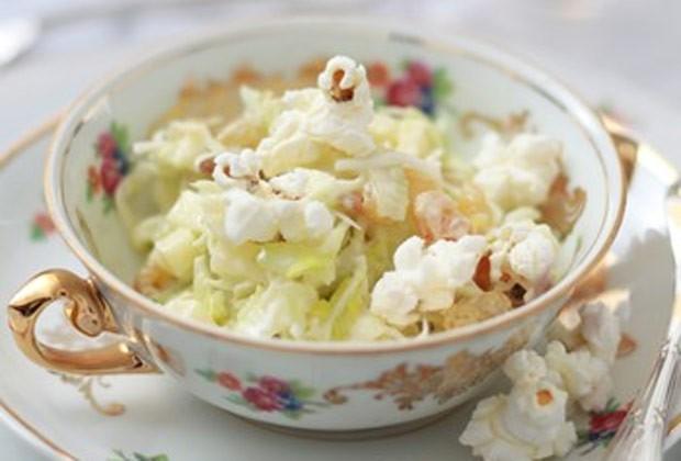 Salada com pipoca (Foto: Casa e Comida)
