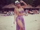 De biquíni, Geisy Arruda mostra marquinha em dia de praia