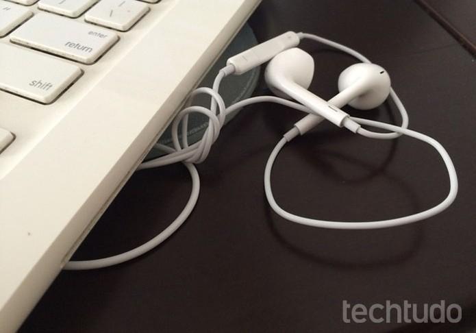 Não deixe objetos em cima do seu fone de ouvido (Foto: Lucas Mendes/TechTudo)