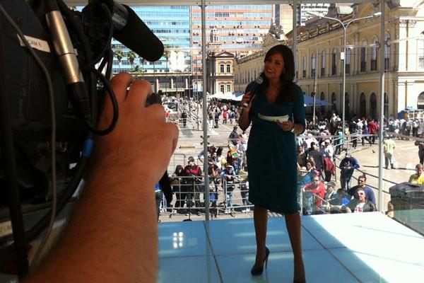 Cristina Ranzolin se prepara para apresentar o JA especial 40 anos (Foto: Luiza Carneiro/RBS TV)