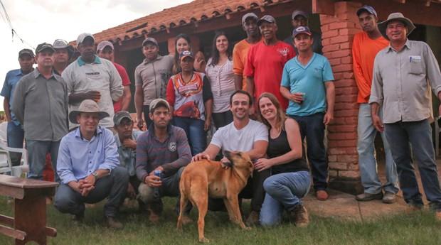 Juliana (de preto) e seus funcionários (Foto: Divulgação)