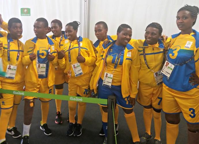 Ruanda time feminino de vôlei sentado (Foto: Gabriele Lomba)