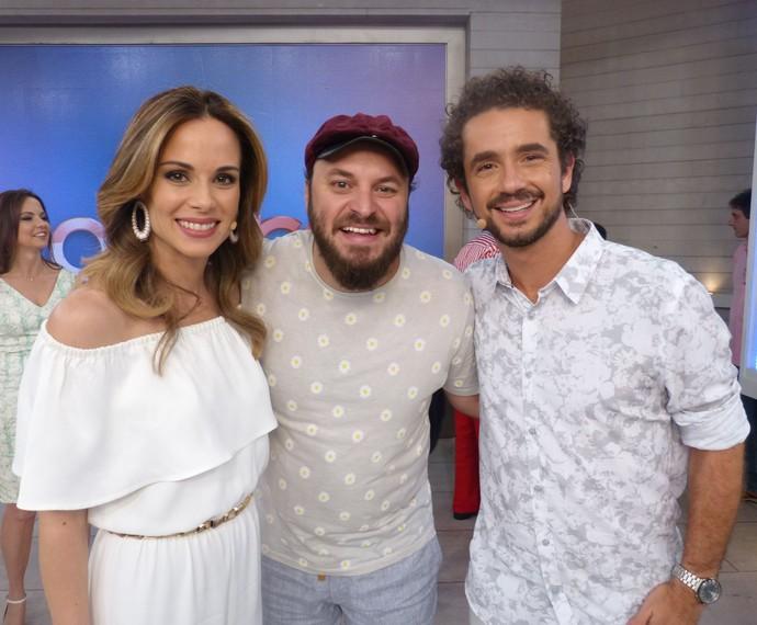 Ana Furtado e Felipe Andreoli posam com Paulinho Serra (Foto: Ana Puñal)