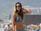 Lívia Lemos mostra o corpo sequinho em campeonato de surfe