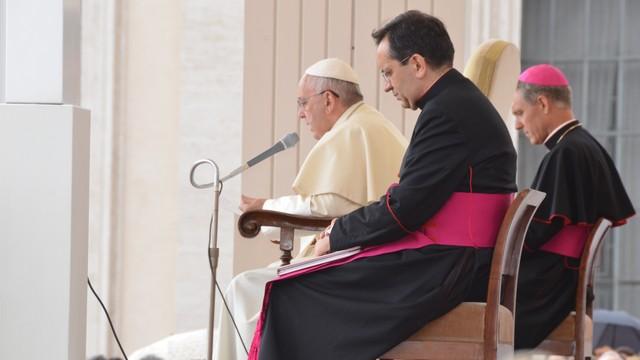 Papa Francisco discursando em Roma, na Praça de São Pedro (Foto: Arquivo Pessoal)