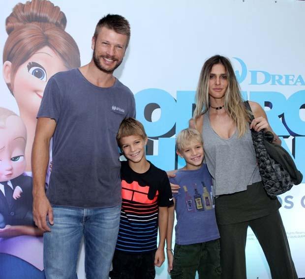 Rodrigo Hilbert e Fernanda Lima com os filhos (Foto: Thyago Andrade- Brazilnews)