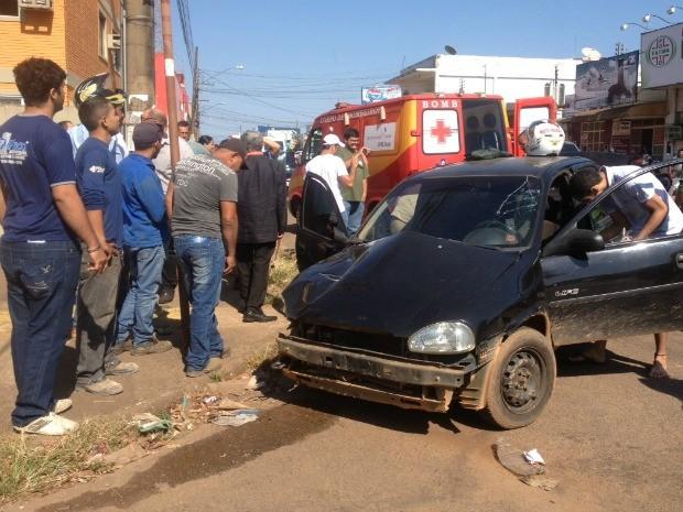 O Serviço de Atendimento Móvel de Urgência, Samu, foi acionado e duas pessoas feridas foram encaminhadas ao Pronto-Socorro João Paulo II (Foto: Halex Frederic/G1)