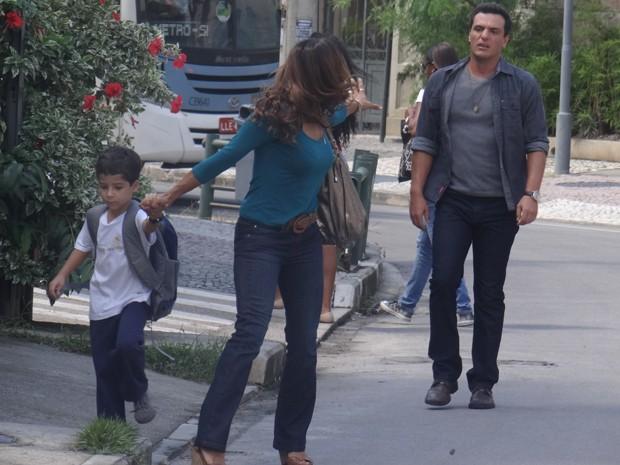 Lucimar manda Théo ficar longe de Junior (Foto: Salve Jorge/TV Globo)