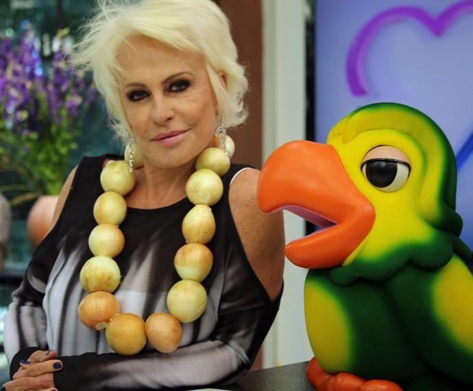 Ana Maria Braga veste colar de cebolas (Foto: Priscilla Massena/Gshow)