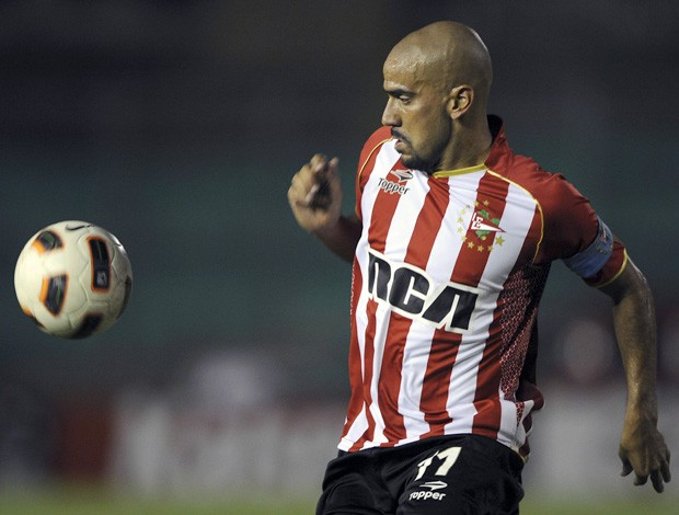 Veron pelo Estudiantes (Foto: AFP)