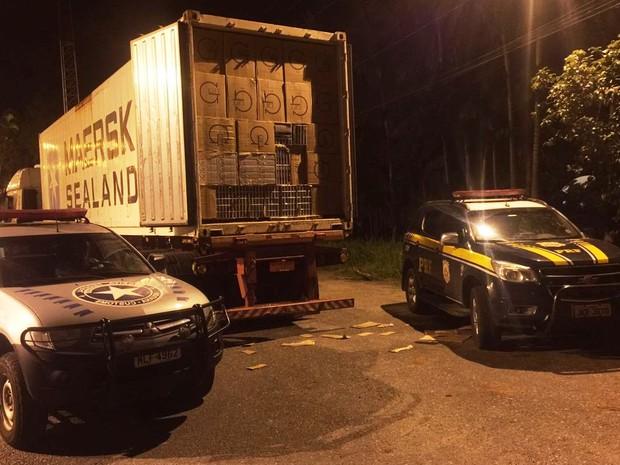 Carga era contrabandeada do Paraguai (Foto: PRF/Divulgação)
