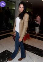 Look do dia: Carol Castro usa bolsa de R$ 17 mil em visual comportado