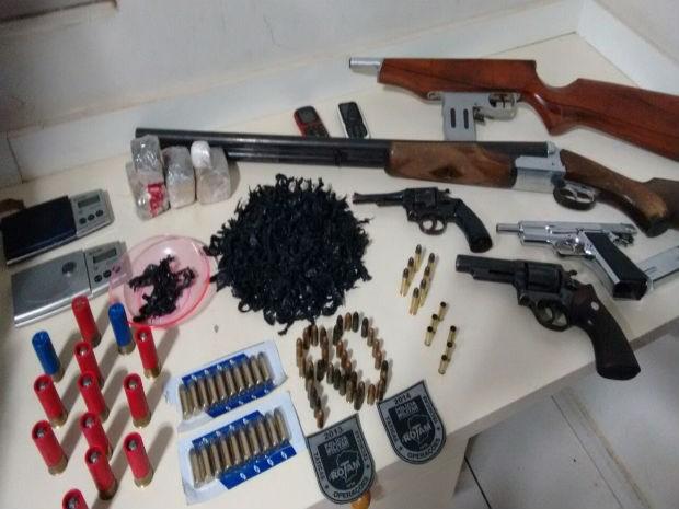 drogas arma uberlândia (Foto: Polícia Militar/ Divulgação)