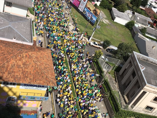 Em Lages, na Serra catarinense, público usava verde e amarelo na manifestação (Foto: Paulo Marques/Divulgação)