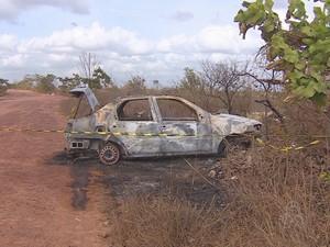 Carro foi encontrado em um ramal na comunidade do Curiaú (Foto: Reprodução/Rede Amazônica no AP)