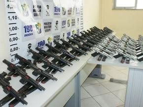 Pistolas forma apresentadas pela PM (Foto: PM/SE)