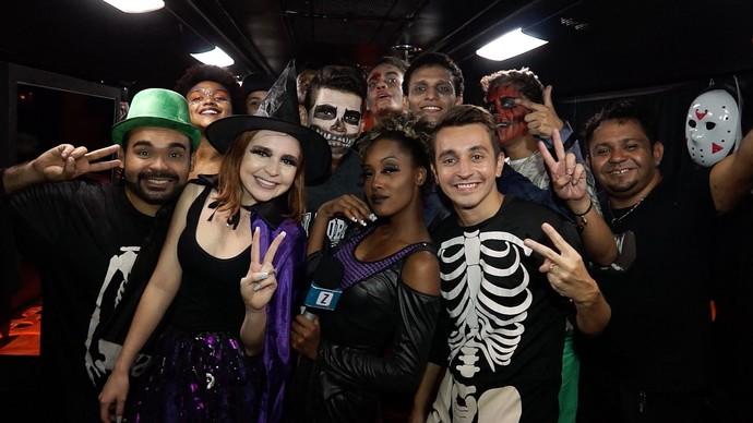 Equipe do 'Zapp' curte Halloween a bordo de 'ônibus balada' (Foto: Rede Amazônica)