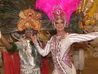 Escolas de samba desfilam no 1º dia do carnaval de rua em Goiânia (Reprodução/TV Anhanguera)