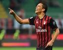 Bacca marca dois, perde pênalti, Milan vence o Chievo e salta na classificação