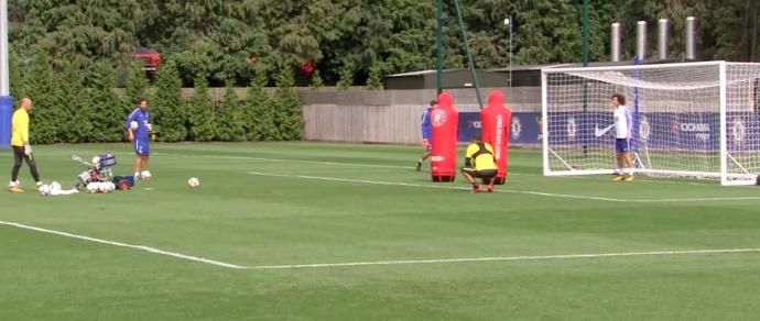 BLOG: David Luiz leva susto com máquina que simula chutes e deixa o gol correndo