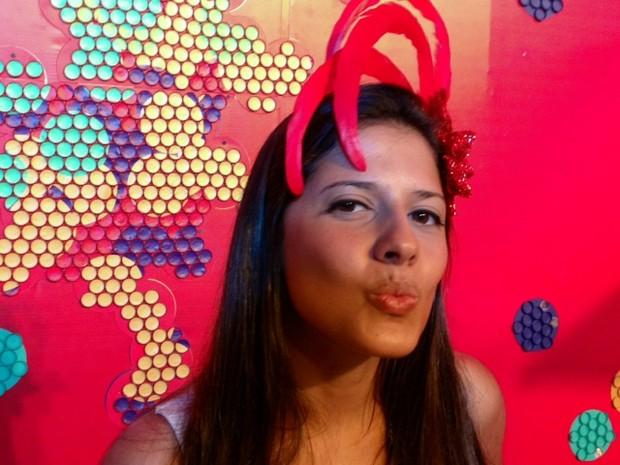 Juliane Henriques, de 28 anos, trabalhou também na Jornada Mundial da Juventude. Lá, diferentemente da Sapucaí, escapou das cantadas (Foto: Gabriel Barreira/G1)