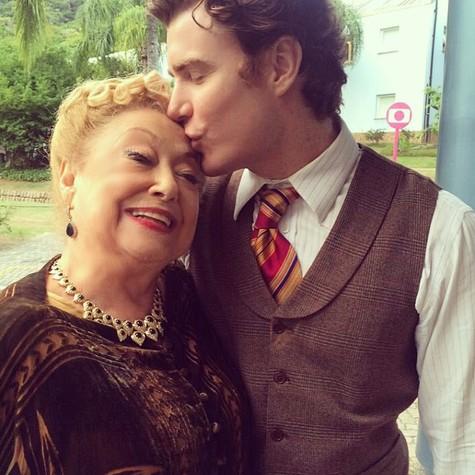 Gabriel Canella e Suely Franco nos bastidores de 'Êta mundo bom!' (Foto: Divulgação)