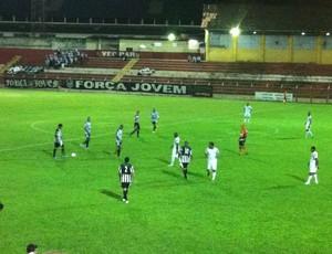 O jogo foi disputado no primeiro tempo pelas duas equipes.  (Foto: Patrícia Belo)