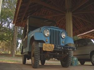 Jipe usado nos safaris foi trazido da África (Foto: Reprodução/TV TEM)