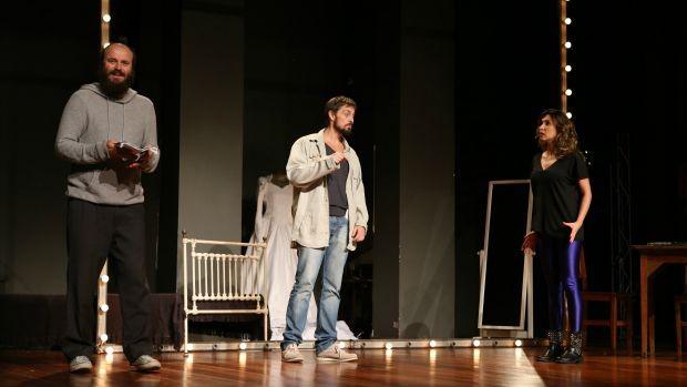 Público conferiu a apresentação da peça 'Repetitión', estrelada por Paulinho Serra, de Chapa Quente (Foto: Divulgação)